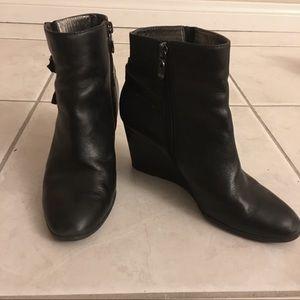 TAHARI Black Wedges Size 7.5